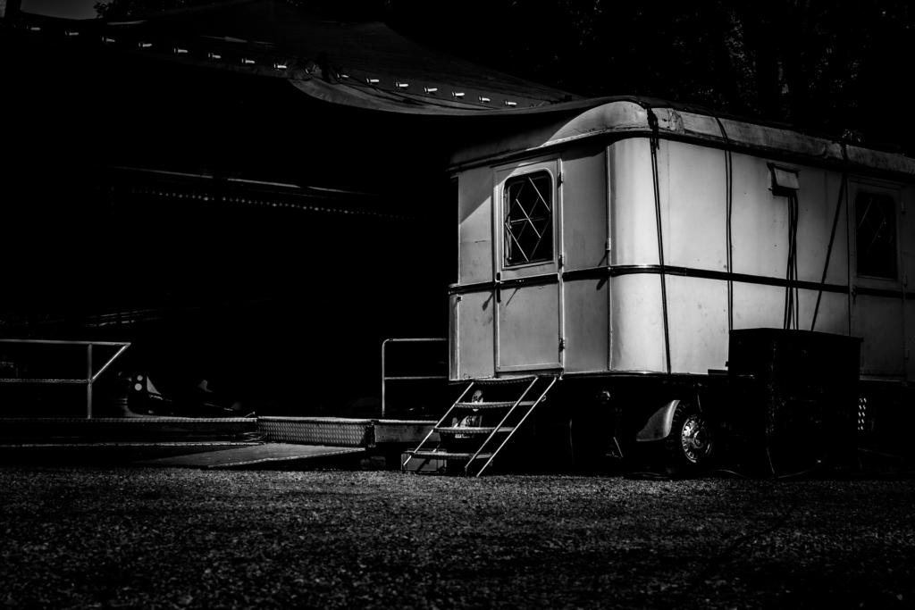 caravan zwart wit